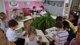 Дети 7 группы 46 сада Невинномысска рассматривают новые книжки